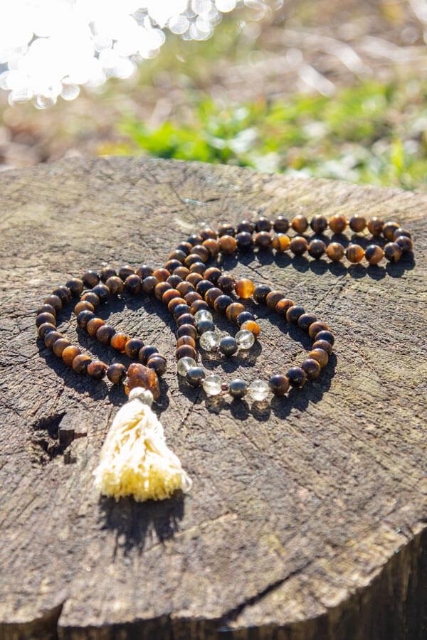 Mala kæde med 8 mm tigerøje sten
