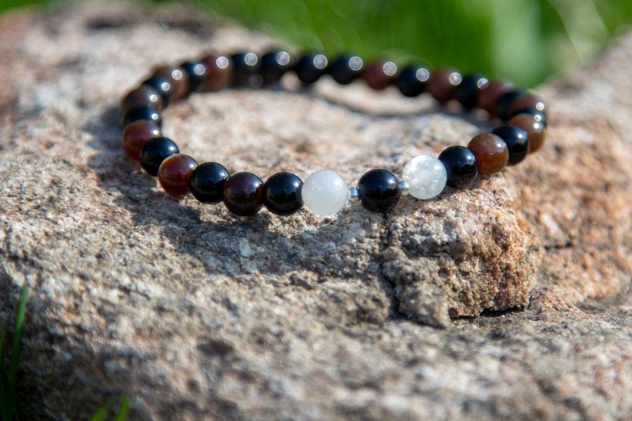 Sort obsidian, forstenet træ og månesten armbånd