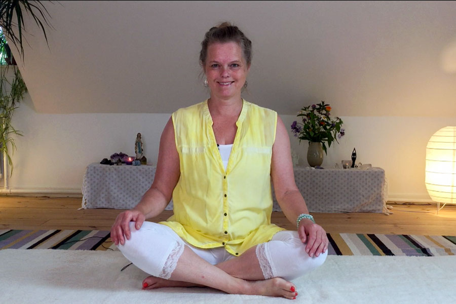 Klub yogaflow - online kundalini yoga med Joyann