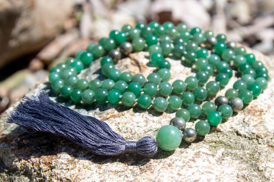 Grøn aventurin mala med kvast